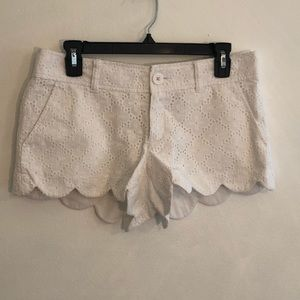 "[Lilly Pulitzer] White ""Walsh"" Scallop Shorts - 4"